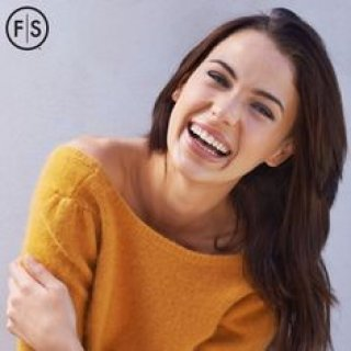 Young brunette woman smiling